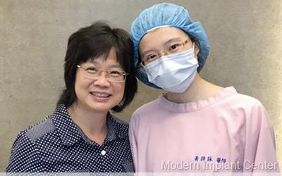 桃園中壢當代牙醫 無痛植牙 單顆植牙 植牙案例:美白的牙齒我笑開懷了